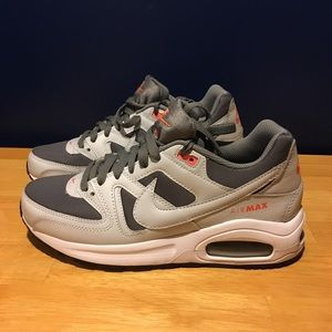 Woman's NIKE Air Max Size 8